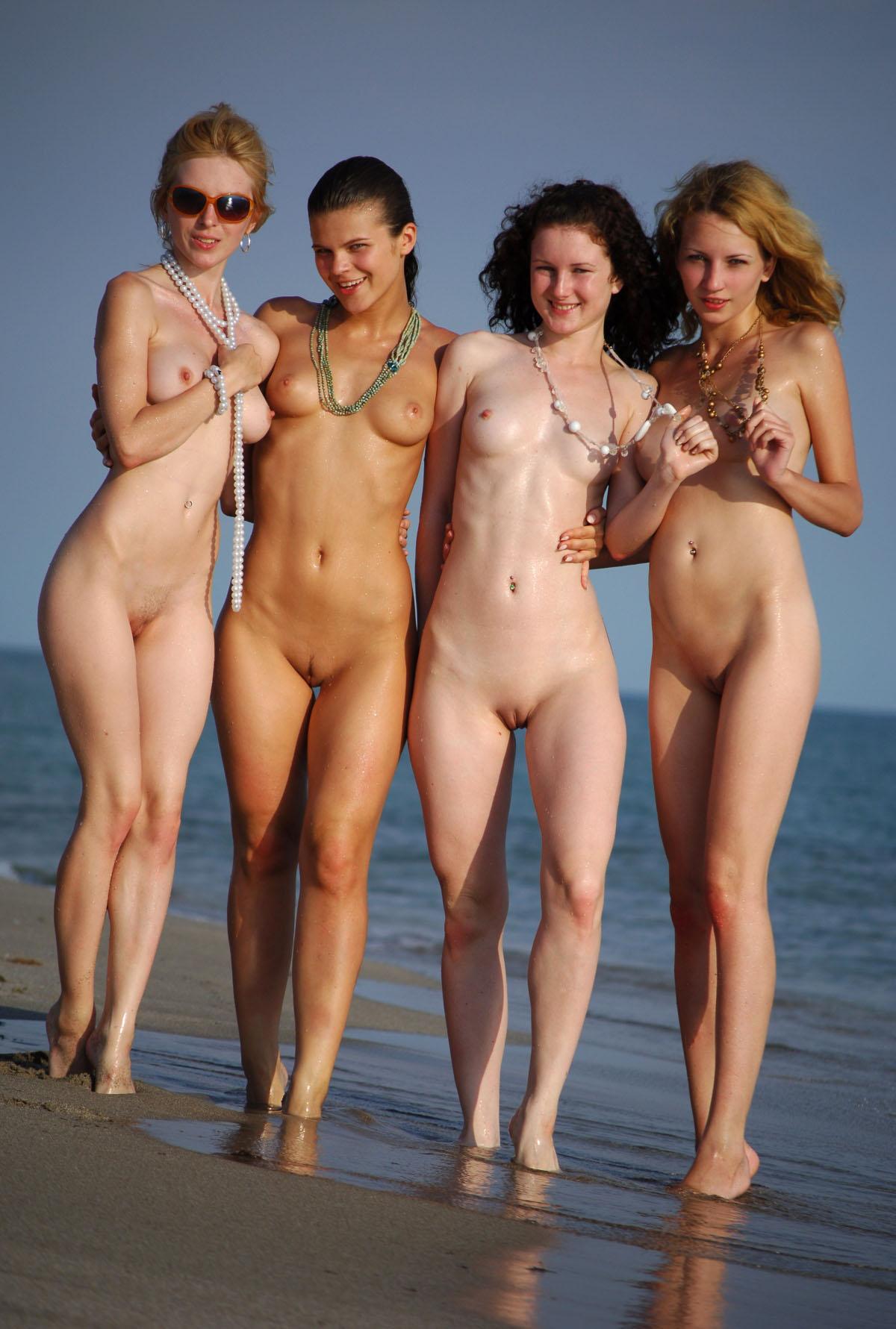 Развратные фото девушек на море 17 фотография