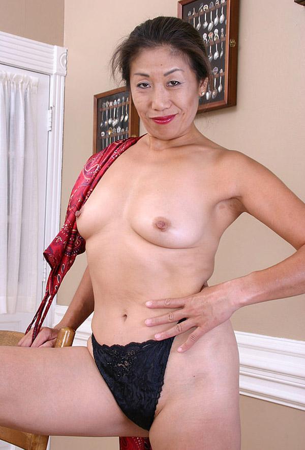 Красивая китайка девушка голоя дома фото фото 712-213