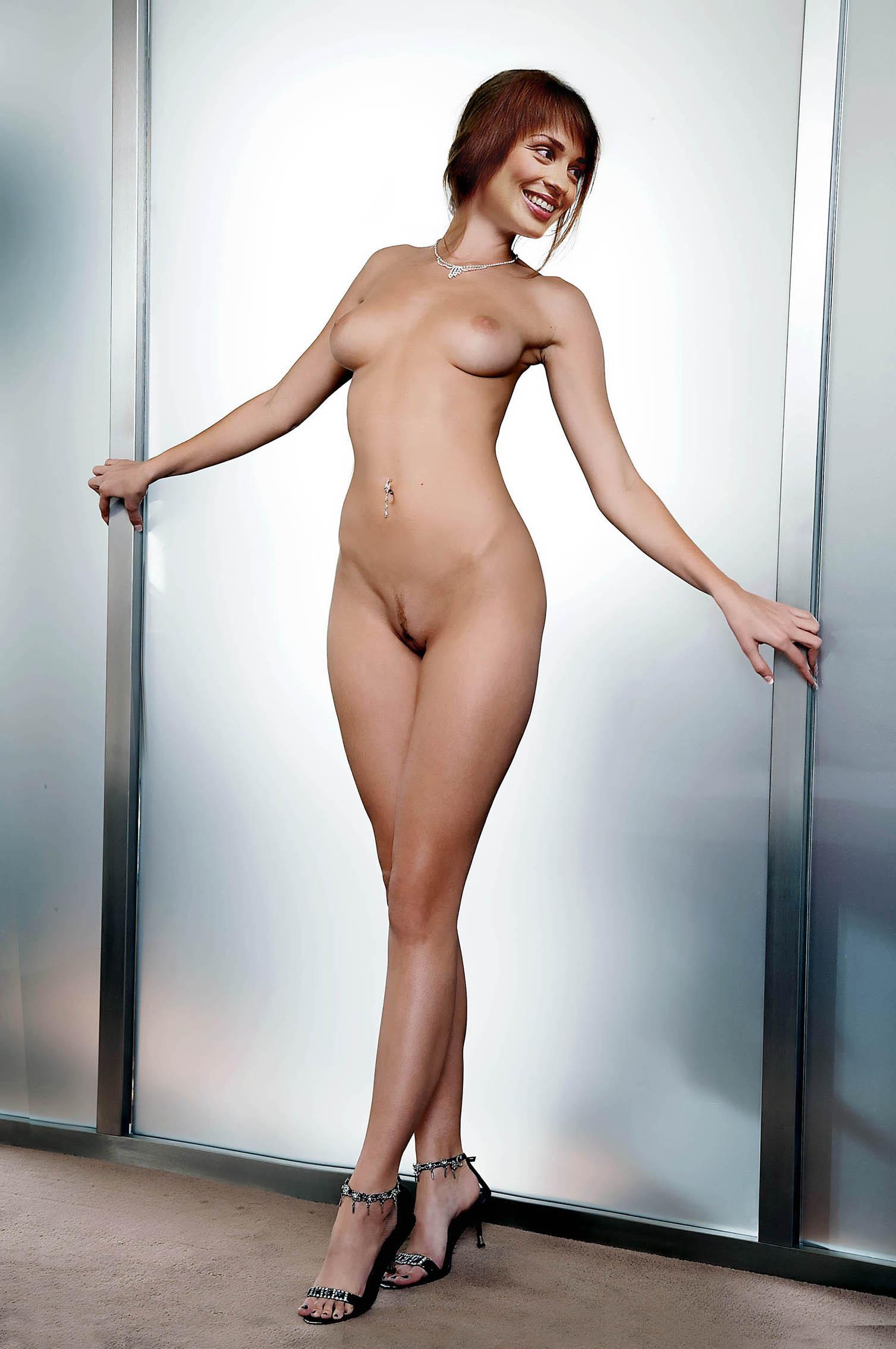 голые ведущие женщины фото